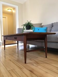 Mid Century Modern - Lane - Coffee Table in Excellent Condition!