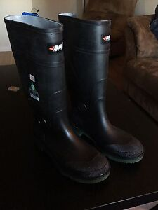 Brand New Baffin steal toe rubber boots