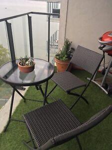 Patio bistro set table chaise jardin balcon