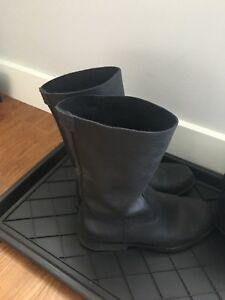 Roots leather boots size 7.5