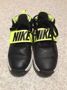 Size 6 men's Nike shoes