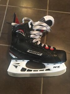 Bauer Vapor Youth size 12 (barely used)