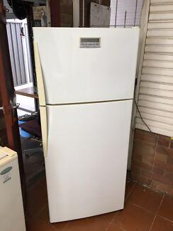 Westinghouse virtuoso 416 L frost free fridge freezer