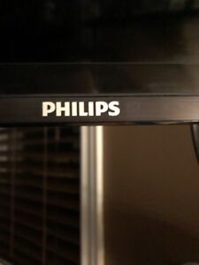 10/10 Philips 720p smart tv 32' and mount