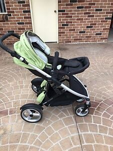 Strider Compact Stroller Bundle (includes car seat + bassinet) Cranebrook Penrith Area Preview