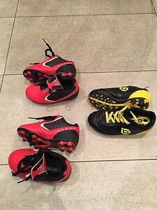 Toddler boys soccer shoes, size 9 and 10