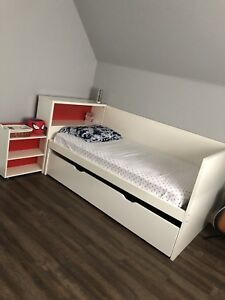 Beautiful Ikea trundle bed for sale