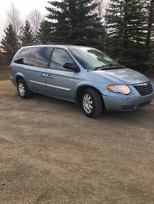 2006 town and country minivan