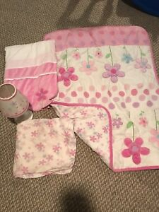 Baby girl 4 piece crib set