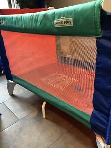 Collapsible travel playpen by Graco
