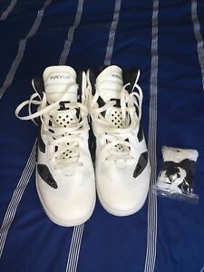 White Nike Basketball Shoes - MINT condition
