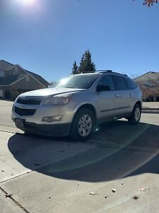 2010 chevrolet traverse AWD 8 seater runs & drives perfect