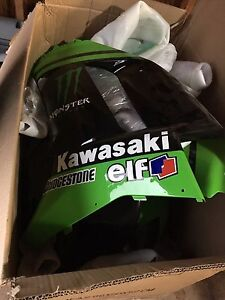 Kawasaki fairings-full set never used