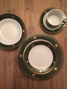 Porcelain 8x gold plated and green dinnerware