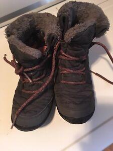 Columbia Omni heat snow boots. US4