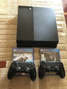 PlayStation 4 / 2 controllers / 2 games