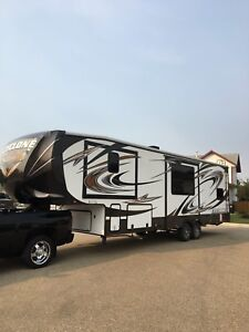 Cyclone cy3100  -gorgeous 31' toy hauler