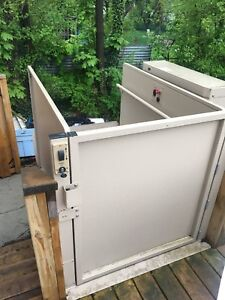 Scooter/wheelchair lift
