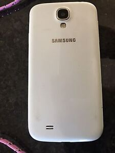 Samsung Galaxy S4 - cracked screen