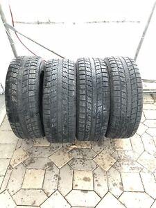 Pneus d'hiver 245/65 r17  Winter tires