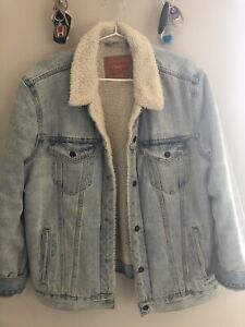 Authentic Levi's Sherpa-lined denim jacket, perfect condition
