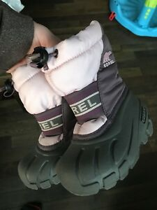 Sorel winter boots hardly worn size 6 toddler