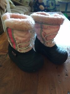 Girls winter boots size 4/5