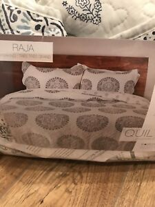 BRAND NEW NEVER USED king quilt set