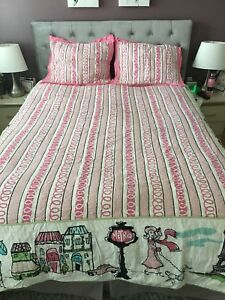 Queen size Bed Cover with Shams and Accent Pillows