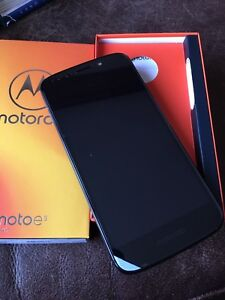 New Cell Phone    Motorola Moto E5 with charger