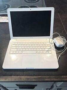 White MacBook Unibody 2012