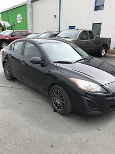 2011 MAZDA 3 LOW MIKEAGE 65k!!