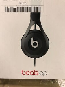 BEATS EP  WIRED HEADPHONES- BLACK- NEW WITH WARRANTY- mnx