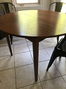 Kitchen/dining round table