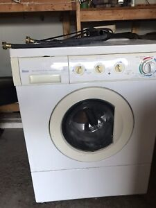 Laveuse-sécheuse. Washer-dryer. High efficiency front load