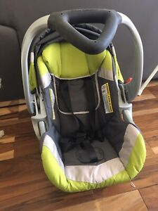Siège d'auto (coquille) Baby Trend + 2 bases pour voiture