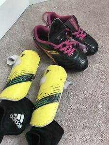 Girls soccer cleats 10.5 with shin pads