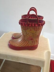 Girls water boots size 10. AVAILABLE