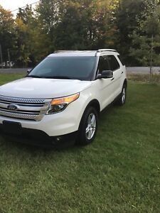 Vus Ford Explorer XLT 4 awd 2011