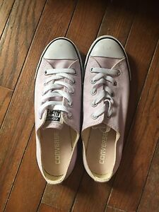 SIZE 6.5 CONVERSE SNEAKERS