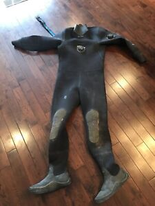 M/L Bare D6 Drysuit with size 10 Feet