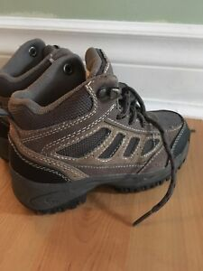 Boys size 10 toddler hiking boots