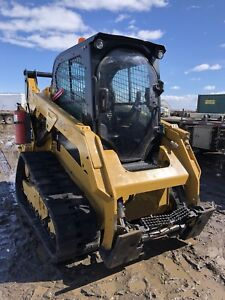 259D CAT skid steer mint condition !!!!!  Used For snow only