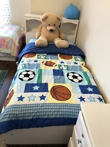 Bedroom for sell with out the mattress