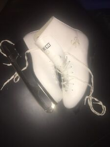 Ladies CCM Leather Figure Skate Bundle