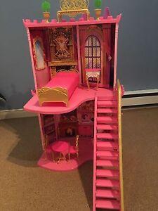Château de Barbie avec accessoires