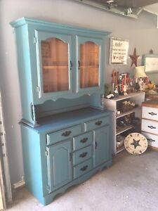 Gorgeous Buffet and Hutch
