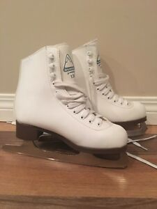 Size 3 figure skates
