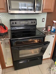 Frigidaire Electric Smooth Stove and Oven