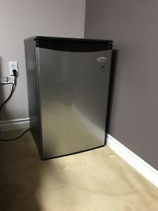 Whirlpool mini fridge
